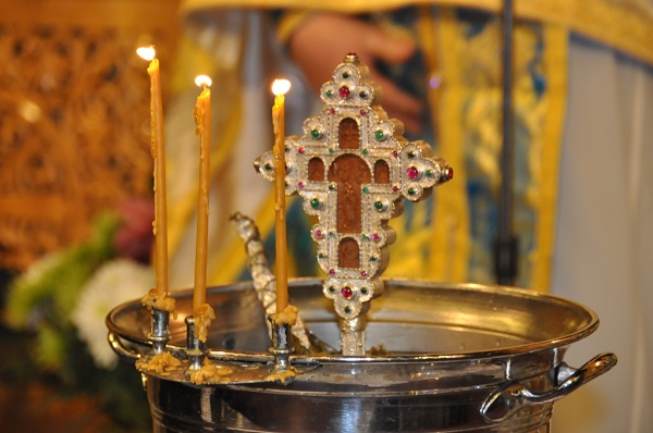 Σχέση Μικρού και Μεγάλου Αγιασμού κατά τους Κολλυβάδες και δη κατά τον Άγιο Αθανάσιο τον Πάριο