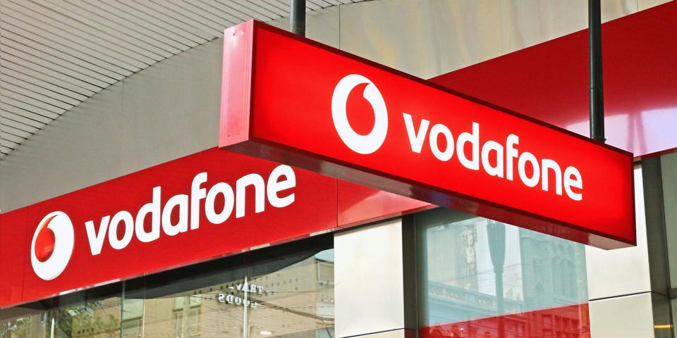 Η Vodafone αυξάνει τις τιμές της στην καρτοκινητή, ενώ αλλάζει και καταργεί πακέτα