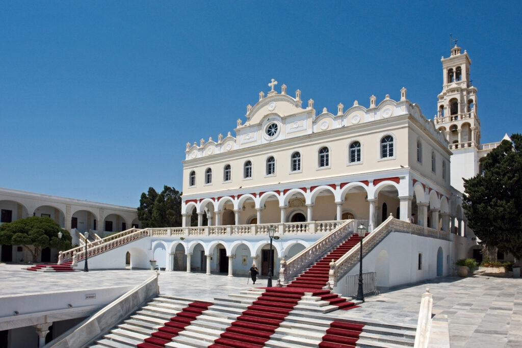 Η Πειραϊκή Εκκλησία στη Μεγαλόχαρη της Τήνου