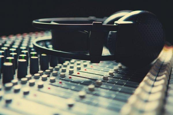Ακούστε ζωντανά το διαδικτυακό ραδιόφωνο της Πεμπτουσίας