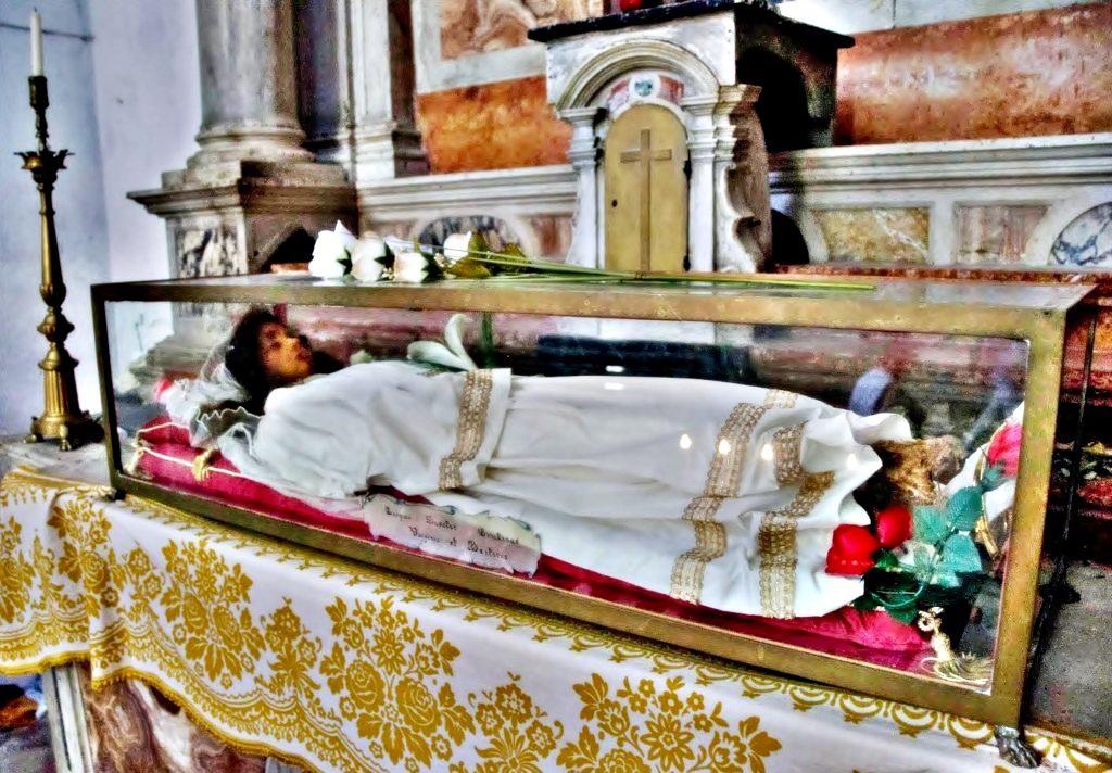 Η άφθαρτη Αγία Χριστίνα που την έκλεψαν οι Δυτικοί – Βοούν για επιστροφή τα Ιερά Κειμήλια της Κωνσταντινουπόλεως