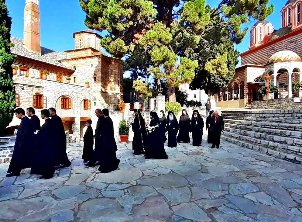 Το Άγιον Όρος Εόρτασε την Παναγία Μητέρα: Εικόνες από τις Ιερές Μονές Βατοπαιδίου, Ιβήρων, Σιμωνόπετρας και Ξενοφώντος (VIDEO)