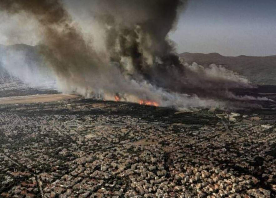 Ολονύκτια μάχη με τις φλόγες σε όλη την Ελλάδα – Κάηκαν σπίτια στην Αττική – Προσευχές να μην υπάρξουν Νεκροί (VIDEO)