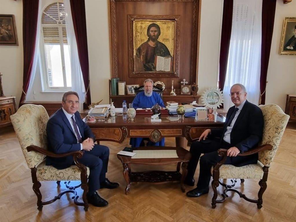 Επιταγή ύψους 130 χιλιάδων Ευρώ παρέδωσε ο Μακαριώτατος Αρχιεπίσκοπος Κύπρου κ.κ. Χρυσόστομος