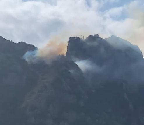 Σε μερικό έλεγχο η φωτιά στην Περιοχή της Μικράς Αγίας Άννης του Αγίου Όρους (VIDEO)