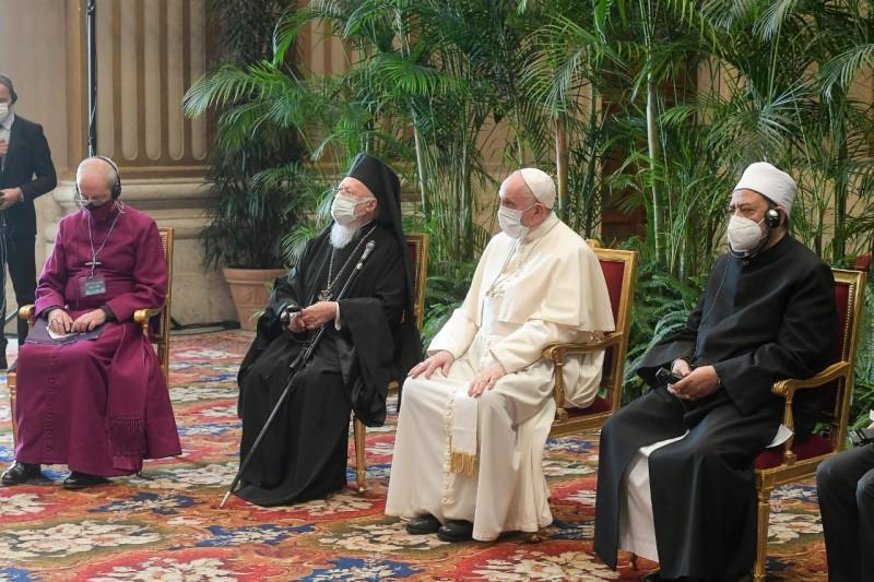 Από την επίσκεψη του Παναγιωτάτου Πατριάρχου μας κ.κ. Βαρθολομαίου στο Βατικανό όπου συναντήθηκαν οι Θρησκευτικοί Ηγέτες για το Περιβάλλον